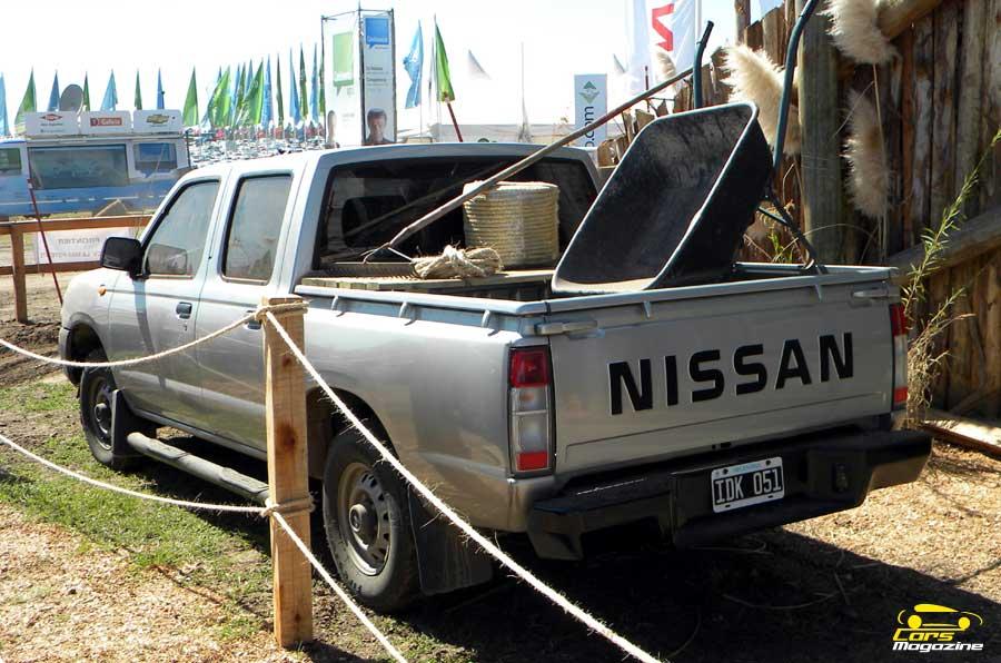 nissan-np300-trasera