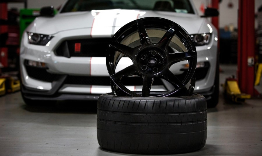 ford-llanta-de-carbono