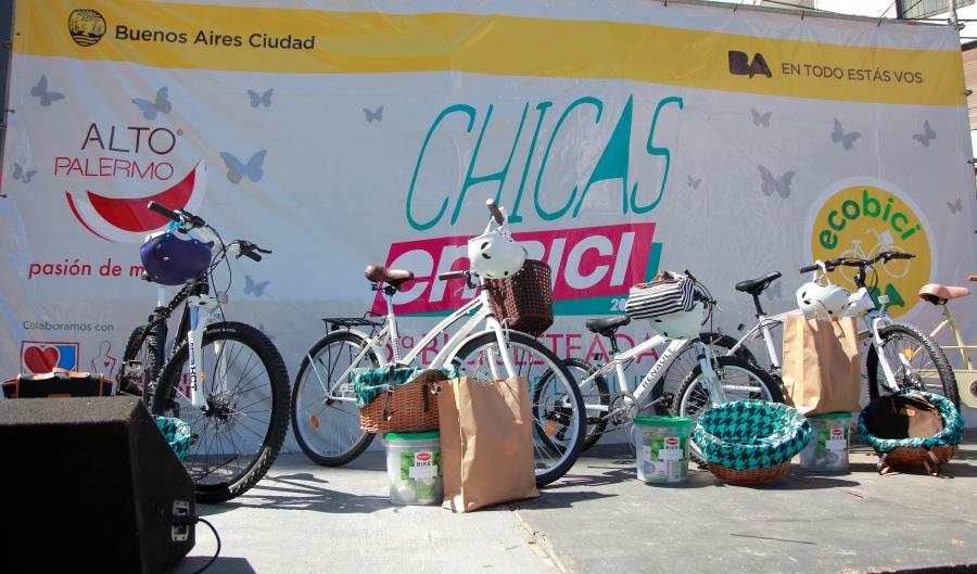 renault-argentina-chicas-en-bici