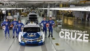 nuevo-chevrolet-cruze-stc2000-equipo