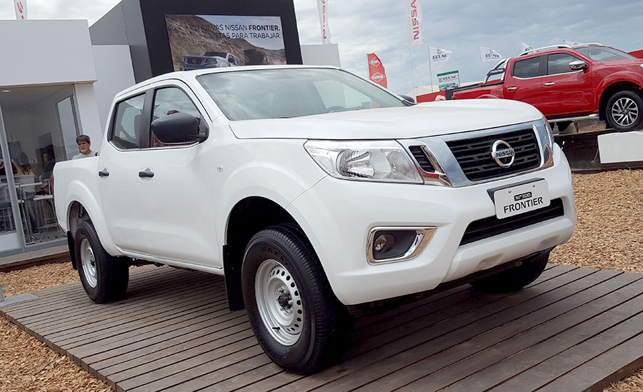 nissan-frontier-np300-se-1