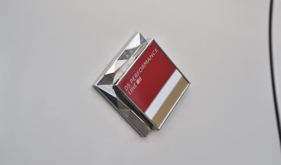 ds-4-performance-emblema