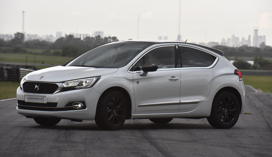 ds-4-performance-lateral
