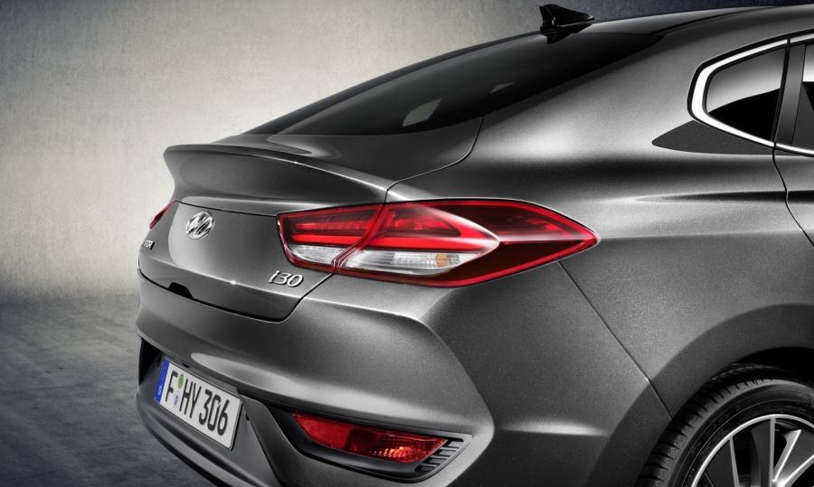 hyundai-i30-fastback-revealed-5