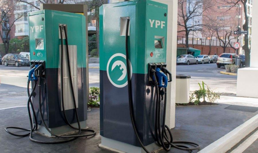 YPF-instalo-los-primeros-surtidores-electricos-del-pais-